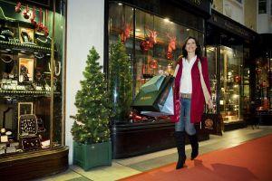 christmas-shopping-mall-britainonview-getty133676224-56a9db323df78cf772ab1bfa