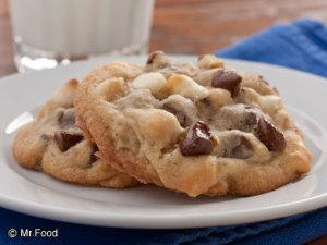 triple-chocolate-chip-cookies-or_articleimage-categorypage_id-934552