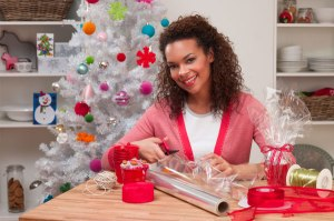 woman-wrapping-gifts_cejais